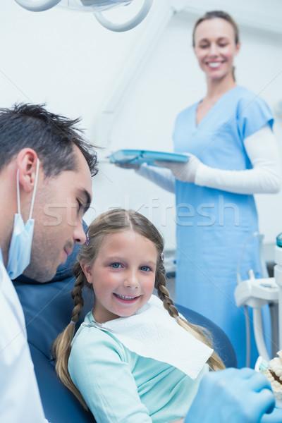 Masculina dentista ensenanza nina cepillo dientes Foto stock © wavebreak_media