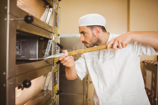 Bakker brood uit oven commerciële Stockfoto © wavebreak_media
