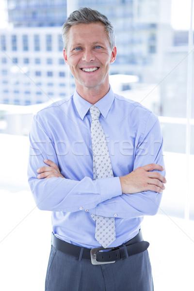 Uśmiechnięty biznesmen patrząc kamery biuro garnitur Zdjęcia stock © wavebreak_media