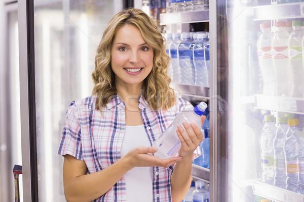 Retrato sorridente bastante mulher loira garrafa de água Foto stock © wavebreak_media