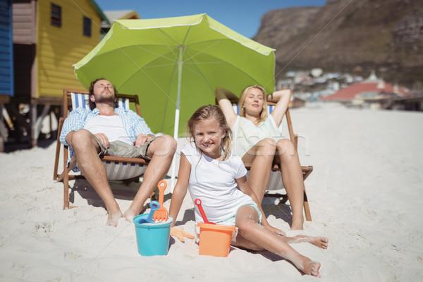 Famille plage femme alimentaire enfant Photo stock © wavebreak_media