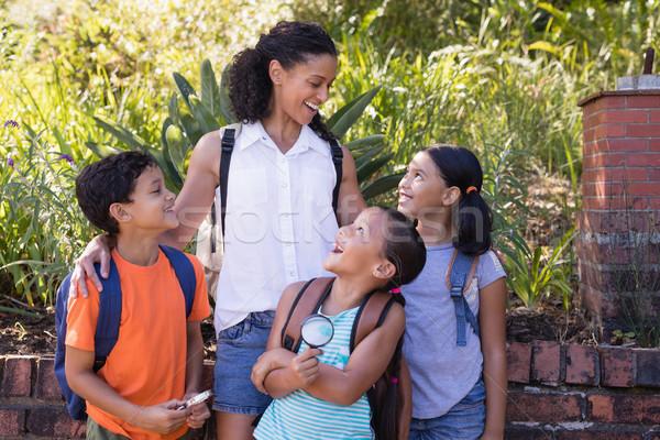 幸せ 教師 見える 女の子 立って 自然 ストックフォト © wavebreak_media