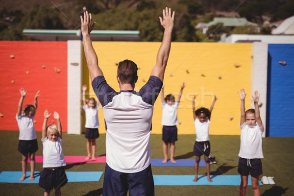 Coach enseignement exercice école enfants fille Photo stock © wavebreak_media