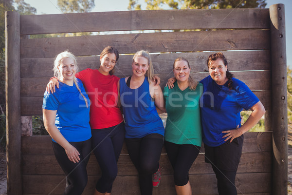 Groupe s'adapter femmes permanent ensemble démarrage Photo stock © wavebreak_media