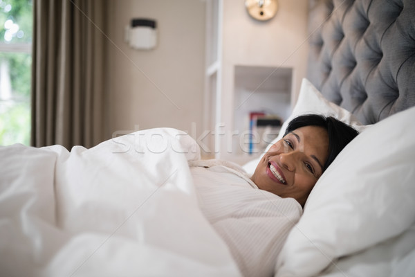 Mature A Letto.Smiling Mature Woman Resting On Bed At Home Stock Photo