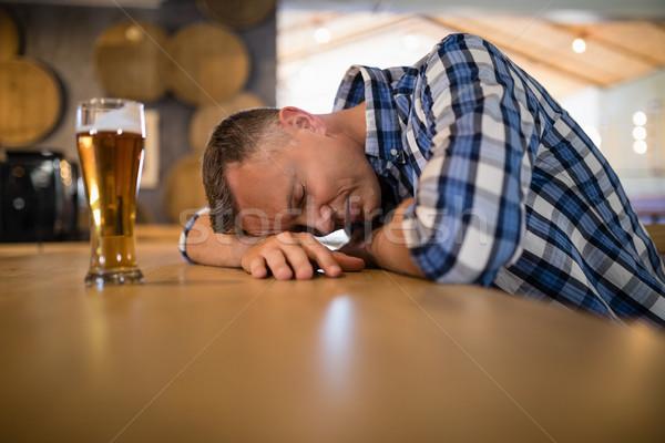 Sarhoş adam uyku bar karşı bira Stok fotoğraf © wavebreak_media