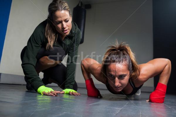 トレーナー 女性 行使 フィットネス スタジオ 安全 ストックフォト © wavebreak_media