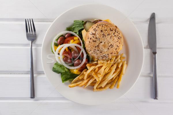 ハンバーガー フライドポテト サラダ プレート 木製のテーブル 食品 ストックフォト © wavebreak_media