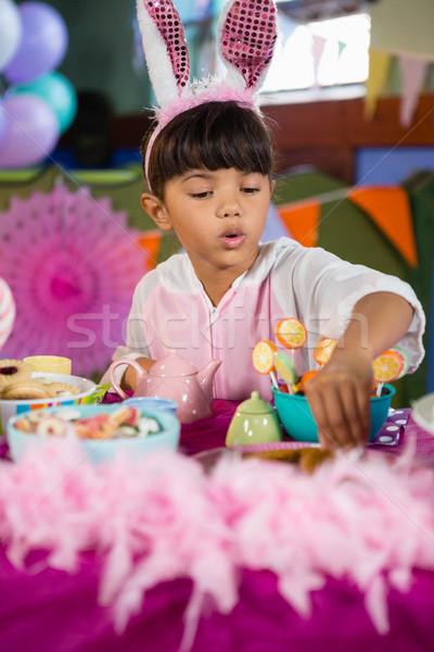 Lány sütik születésnapi buli otthon szeretet gyermek Stock fotó © wavebreak_media