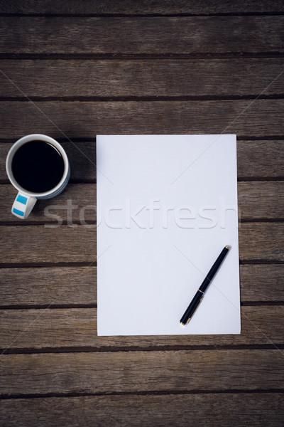 Vue papier fontaine tasse de café table en bois bureau Photo stock © wavebreak_media