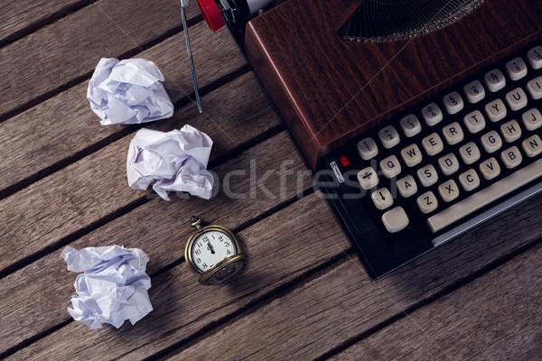 Vintage maszyny do pisania papieru drewniany stół zegar Zdjęcia stock © wavebreak_media
