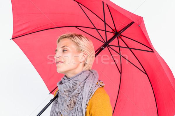 Heureux femme sécher parapluie rouge vêtements Photo stock © wavebreak_media