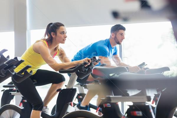 пару осуществлять велосипедах вместе спортзал женщину Сток-фото © wavebreak_media