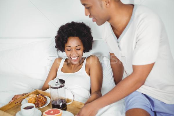 ハンサムな男 朝食 ガールフレンド ベッド 女性 幸せ ストックフォト © wavebreak_media