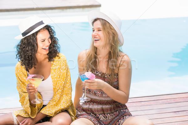 Jeunes femmes martini piscine heureux fille Photo stock © wavebreak_media