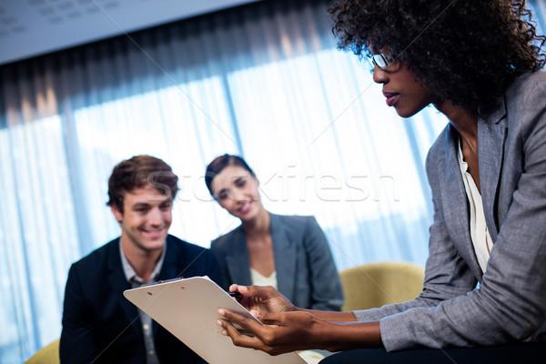 ビジネスの方々  議論 周りに オフィス 女性 ストックフォト © wavebreak_media