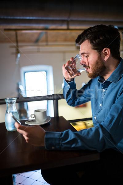 男 水 携帯電話 レストラン 電話 ストックフォト © wavebreak_media