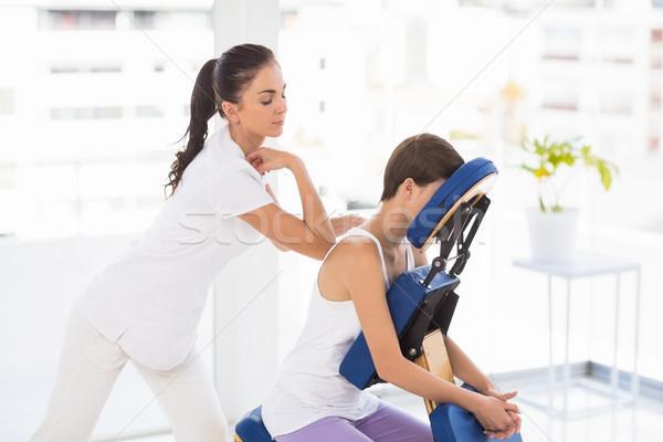 массажистка назад массаж женщину Председатель Spa Сток-фото © wavebreak_media