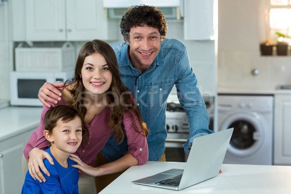 Portré család laptop konyha számítógép férfi Stock fotó © wavebreak_media