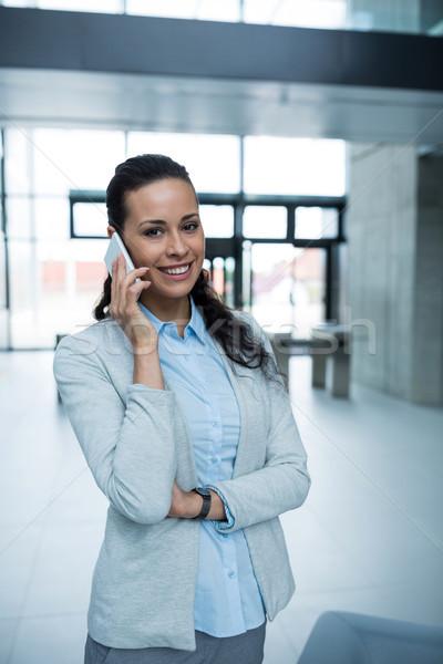 деловая женщина говорить мобильного телефона портрет служба женщину Сток-фото © wavebreak_media