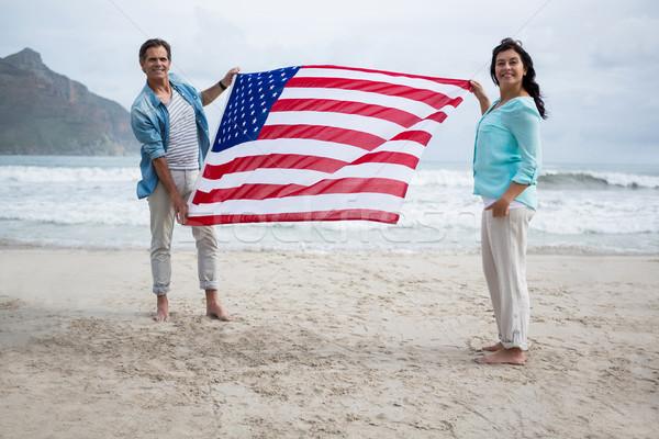 Portré pár tart amerikai zászló tengerpart szeretet Stock fotó © wavebreak_media