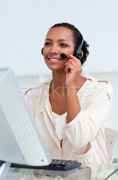 положительный деловая женщина гарнитура рабочих компьютер женщину Сток-фото © wavebreak_media