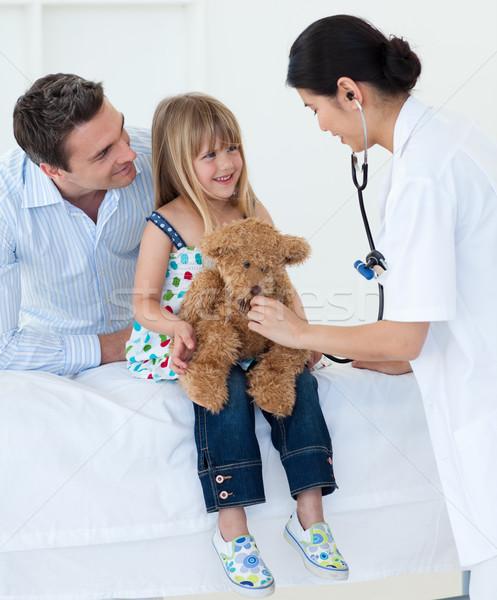 Medico sorridere bambino giocare orsacchiotto Foto d'archivio © wavebreak_media