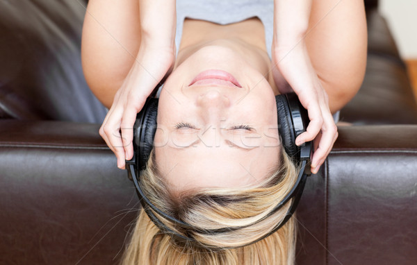 Vrouw hoofdtelefoon sofa gelukkig rock Stockfoto © wavebreak_media