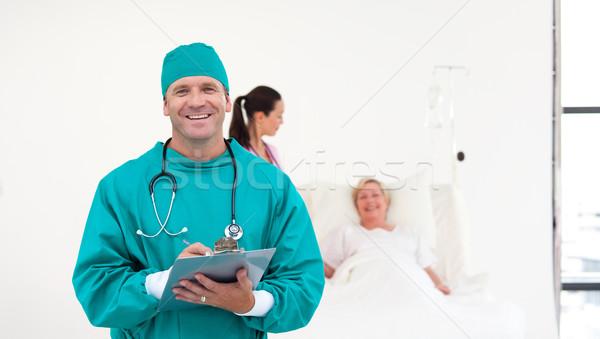Sebész kórház clipboard kéz nők szív Stock fotó © wavebreak_media