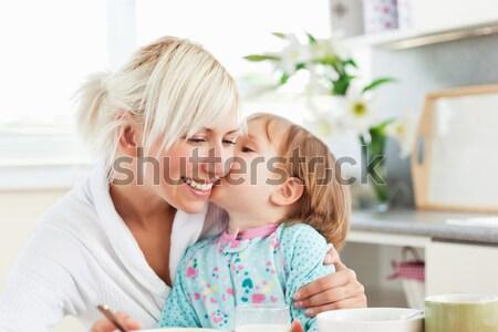 Anne kız mutfak gülümseme kadın meyve Stok fotoğraf © wavebreak_media