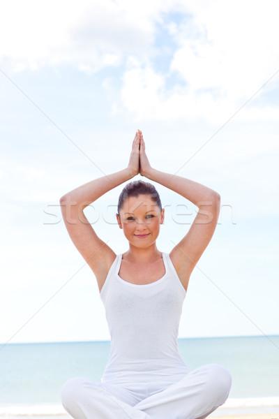 Młodych zagęszczony kobieta jogi plaży morza Zdjęcia stock © wavebreak_media