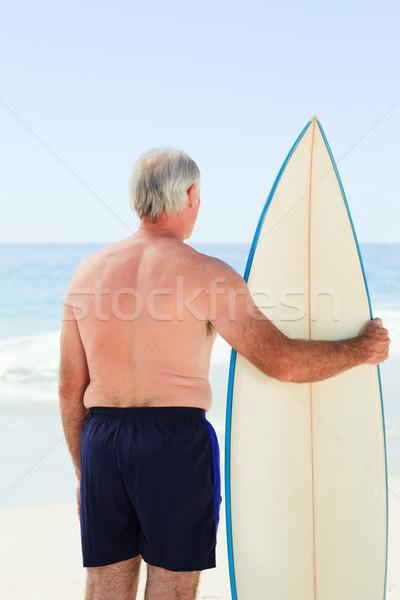 Nyugdíjas férfi szörfdeszka tengerpart mosoly sport Stock fotó © wavebreak_media