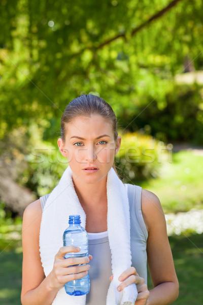 Frau Trinkwasser Fitnessstudio Wasser Sommer Zug Stock foto © wavebreak_media