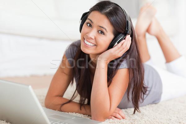 Közelkép aranyos nő szőnyeg notebook fülhallgató Stock fotó © wavebreak_media