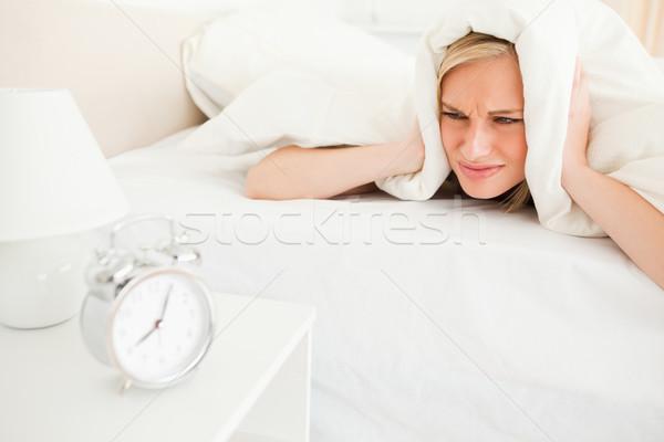 Elégedetlen fiatal nő felfelé hálószoba kezek ágy Stock fotó © wavebreak_media