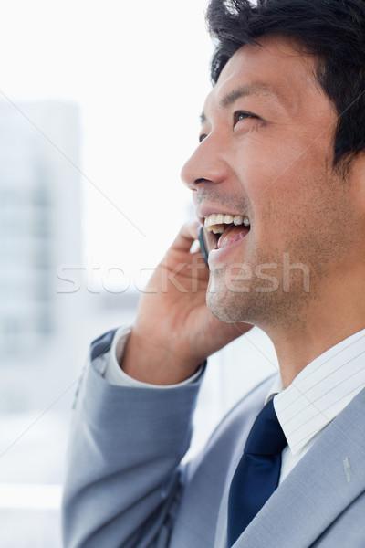 Retrato riendo oficinista teléfono oficina sonrisa Foto stock © wavebreak_media