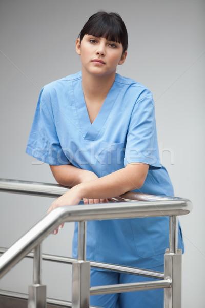 медсестры Постоянный лестницы оружия сложенный женщины Сток-фото © wavebreak_media