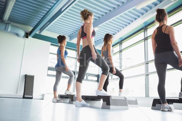 Cuatro mujeres aerobic gimnasio deporte ejercicio Foto stock © wavebreak_media