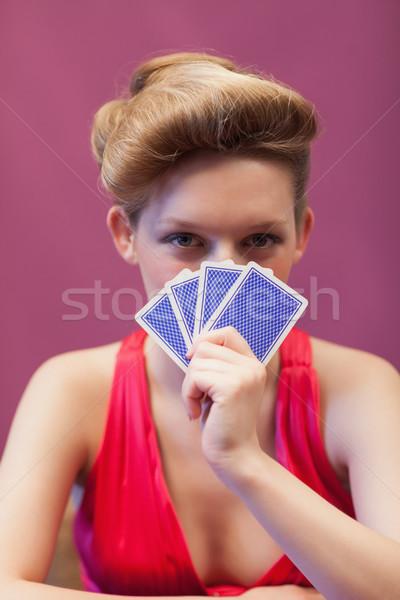 Nő ül asztal kaszinó tart kártyák Stock fotó © wavebreak_media
