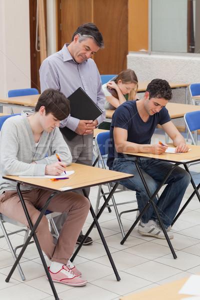 öğretmen ayakta Öğrenciler sınıf eğitim tablo Stok fotoğraf © wavebreak_media