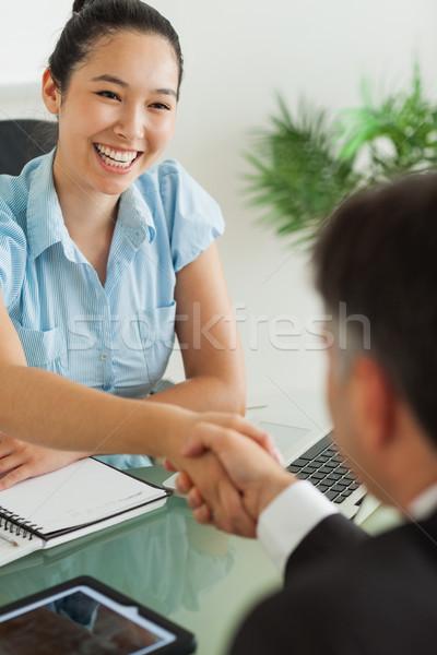 Boldog üzletasszony kéz iroda nő kezek Stock fotó © wavebreak_media