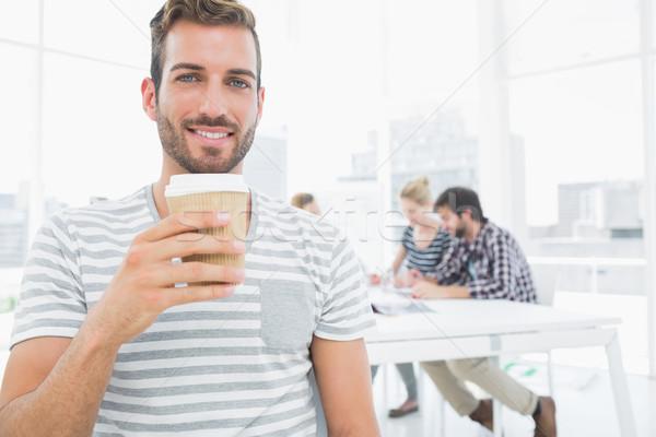 Uomo usa e getta tazza di caffè colleghi sorridere Foto d'archivio © wavebreak_media