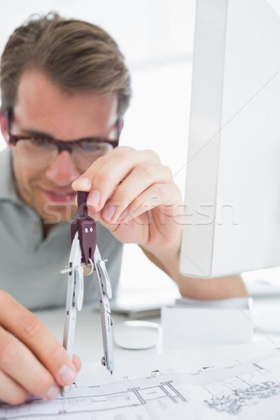 Concentrado homem bússola projeto moço Foto stock © wavebreak_media