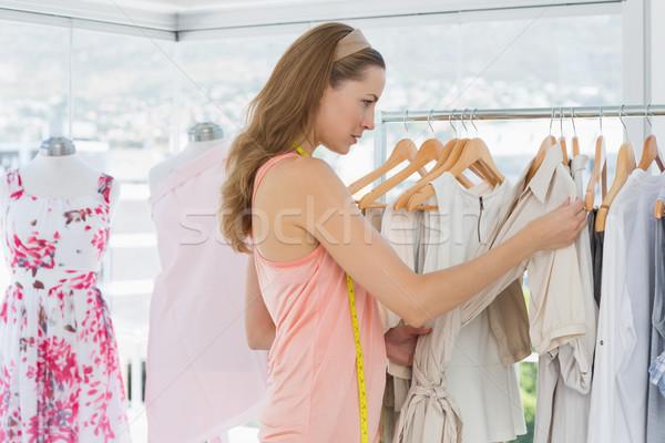 Bella moda designer guardando femminile Foto d'archivio © wavebreak_media