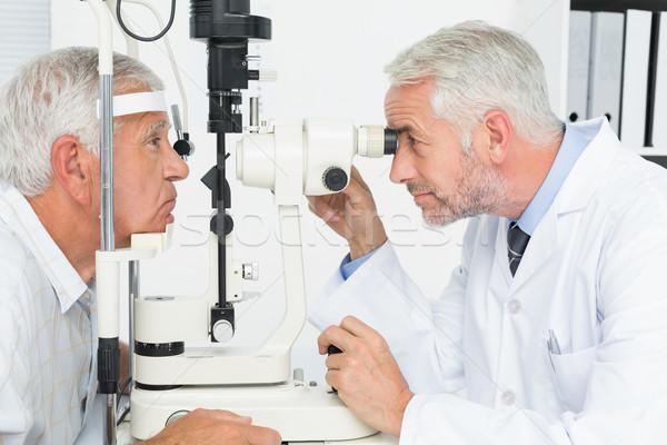 Optométriste test supérieurs patient vue de côté Photo stock © wavebreak_media