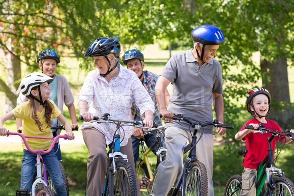 Gelukkig gezin fiets park man natuur Stockfoto © wavebreak_media
