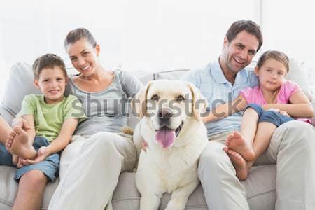 Ebeveyn çocuklar kanepe Labrador ev oturma odası Stok fotoğraf © wavebreak_media