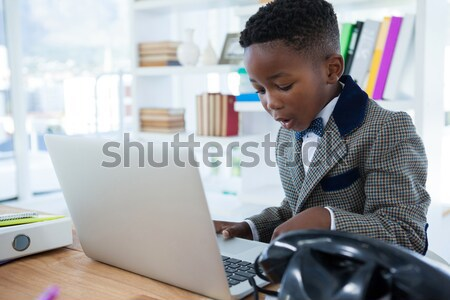 Femme d'affaires séance bureau bureau Photo stock © wavebreak_media