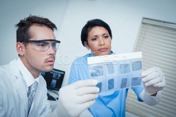 Zahnärzte schauen xray konzentrierter zwei Krankenschwester Stock foto © wavebreak_media