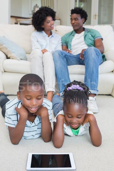 Boldog testvérek padló tabletta otthon nappali Stock fotó © wavebreak_media